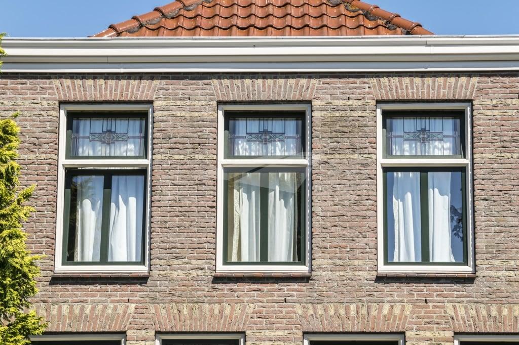 Kunststof ramen met glas-in-lood