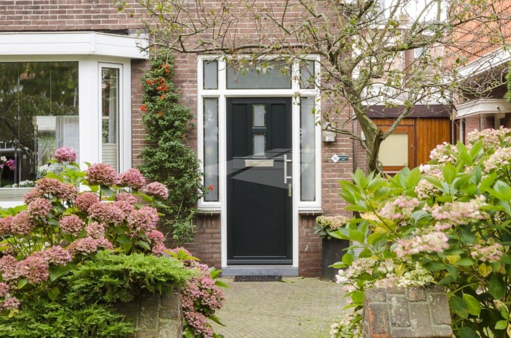 Groene kunststof voordeur