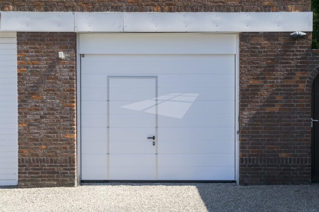 Garagedeur met loopdeur in wit