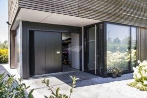 Zijdelingse garagedeur met L profilering