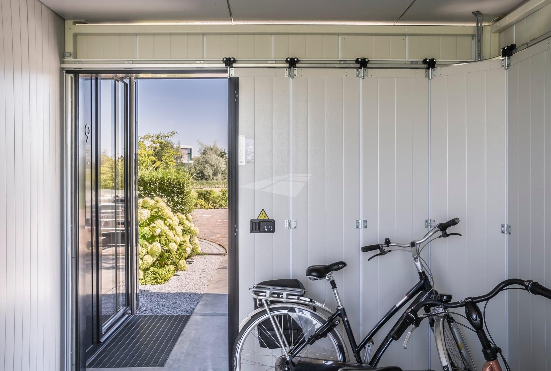 Select Windows kunststof kozijnen - Hörmann zijdelingse garagedeur elektrisch