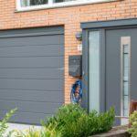 Select Windows kunststof kozijnen - Elektrische garagedeur met M profilering - Hörmann garagedeur en voordeur Amersfoort