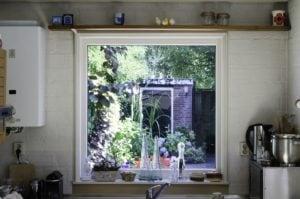 Dubbel isolatieglas in kunststsof raam