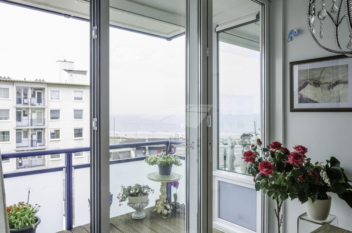 Select Windows kunststof kozijnen - Vouwwand met gelaagd veiligheidsglas