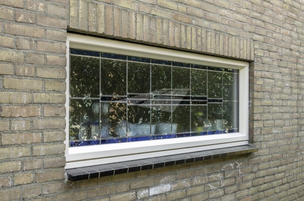 Glas-in-lood in kunststof raam