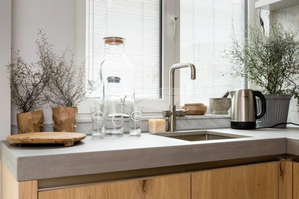 Select Windows kunststof draaikiepramen in de keuken met jaloezieën tussen isolatieglas screenline vtwonen Screenline® ideaal in de keuken