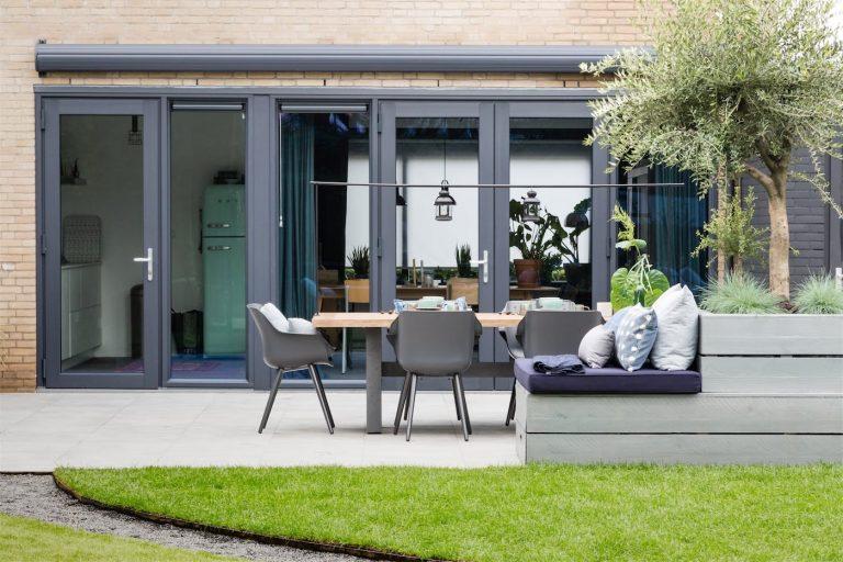 Select Windows Kunststof kozijnen met openslaande deuren in vtwonen weer verliefd op je tuin - kleurrijke kunststof kozijnen