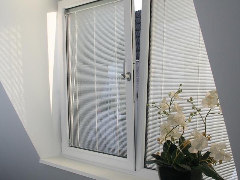 Select Windows Kunststof kozijnen - kunststof ramen met screenline jaloezieën tussen isolatieglas - draaikiepraam kiepkantelraam