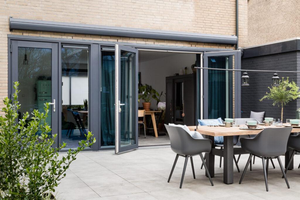 Select Windows Kunststof Kozijnen - kunststof openslaande tuindeuren bij vtwonen 'weer verliefd op je tuin'