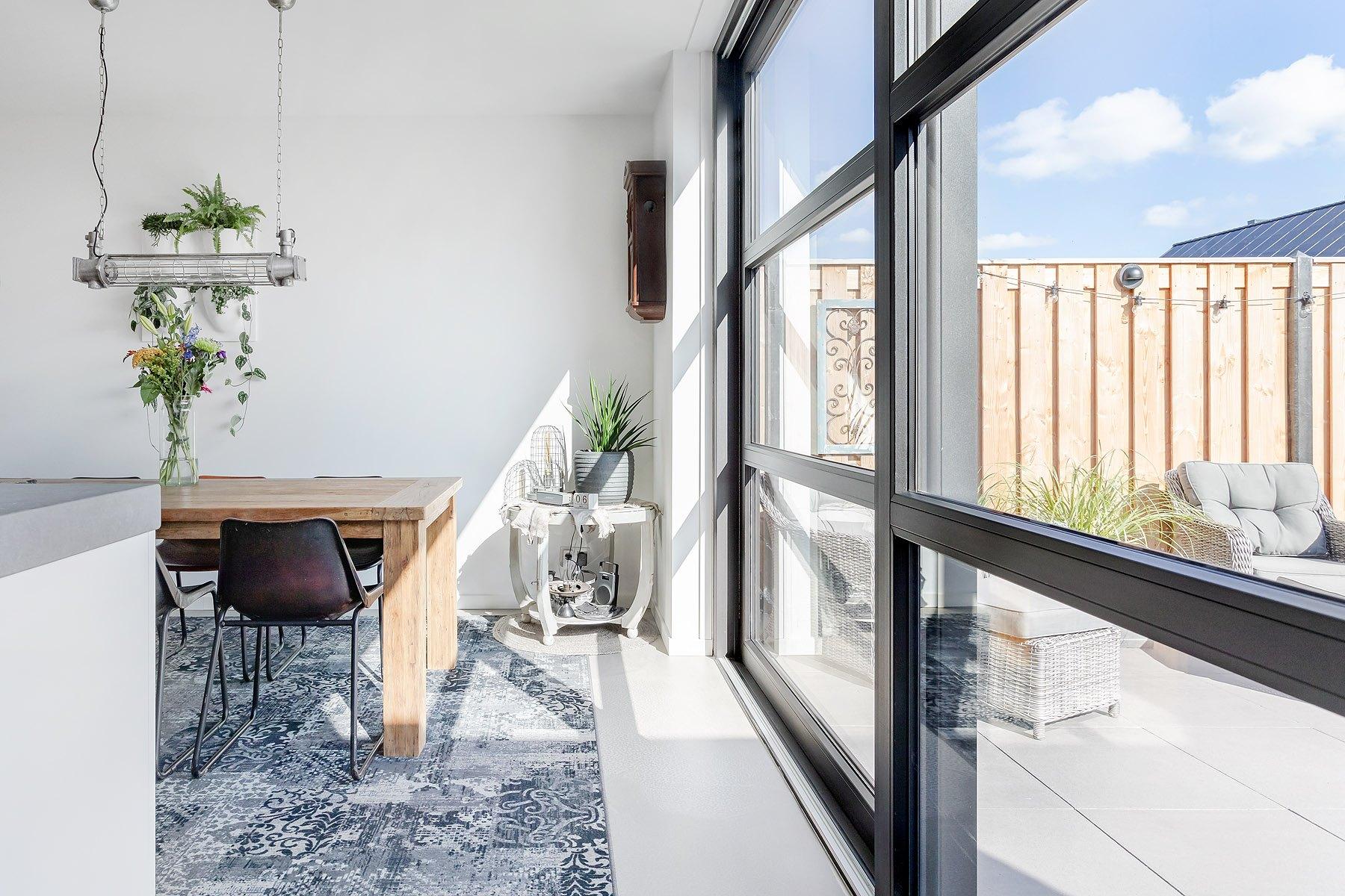 Select Windows Kunststof kozijnen - Eigentijdse kunststof schuifpui in nieuwbouwwoning