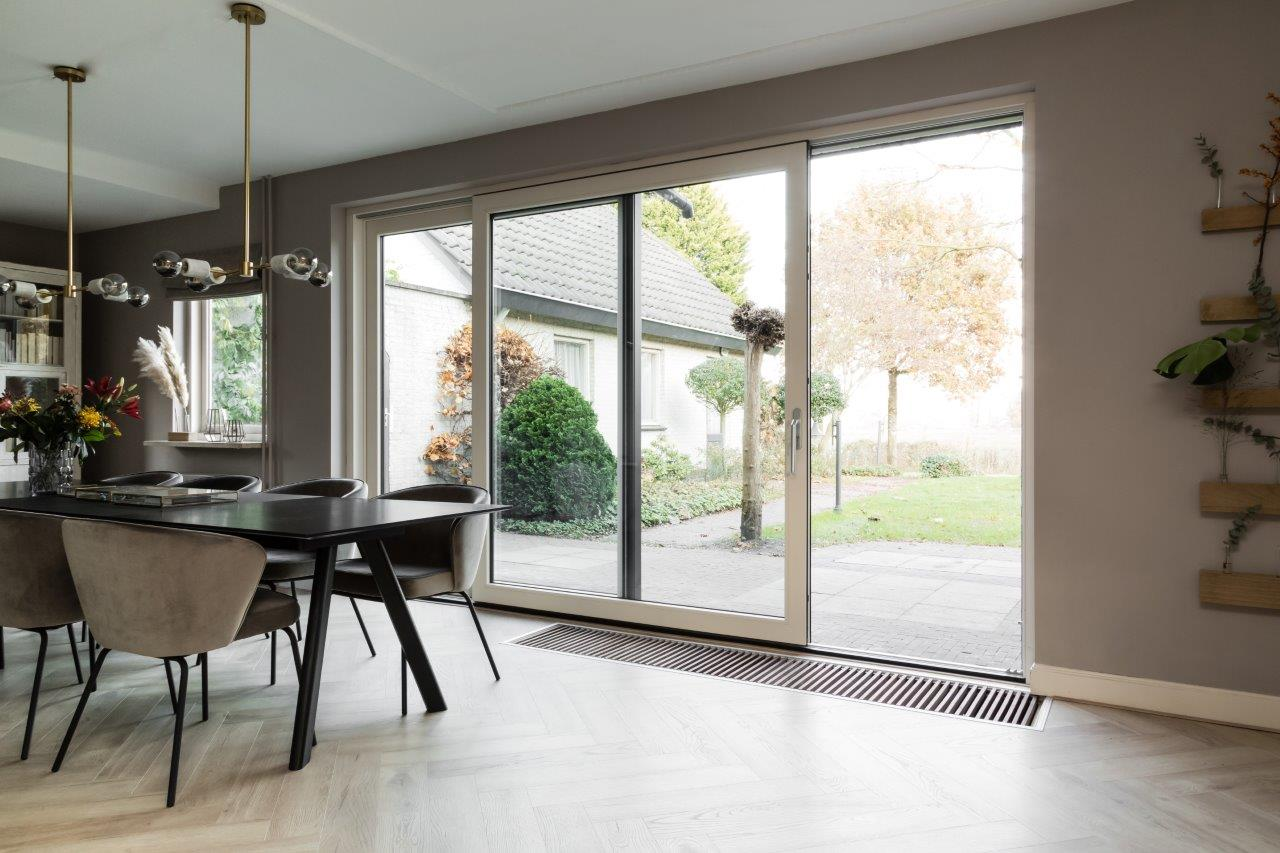 Select Windows Kunststof kozijnen - schuifpui bij vtwonen weer verliefd op je huis - binnen - waar blijft de radiator
