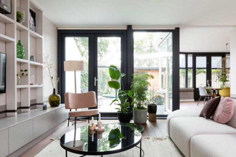 Select Windows kunststof kozijnen -vtwonen metamorfose Uden - vtwonen 'weer verliefd op je huis' - tuindeuren met verwarmd glas