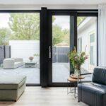 Select Windows Kunststof kozijnen - referentie Leeuwarden - kunststof raam en zwarte kunststof schuifpui met gelaagd isolatieglas