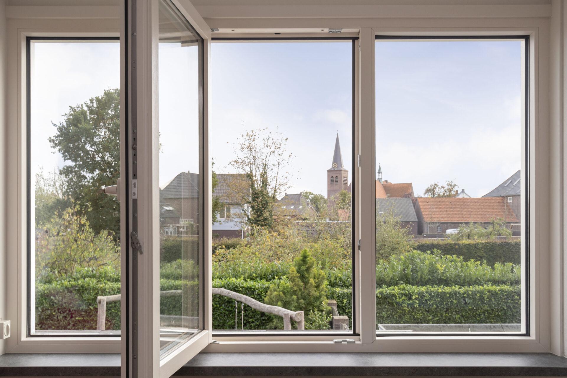 Select Windows kunststof kozijnen - referentie Bergen - Kunststof ramen in dakkapel in Bergen, Limburg