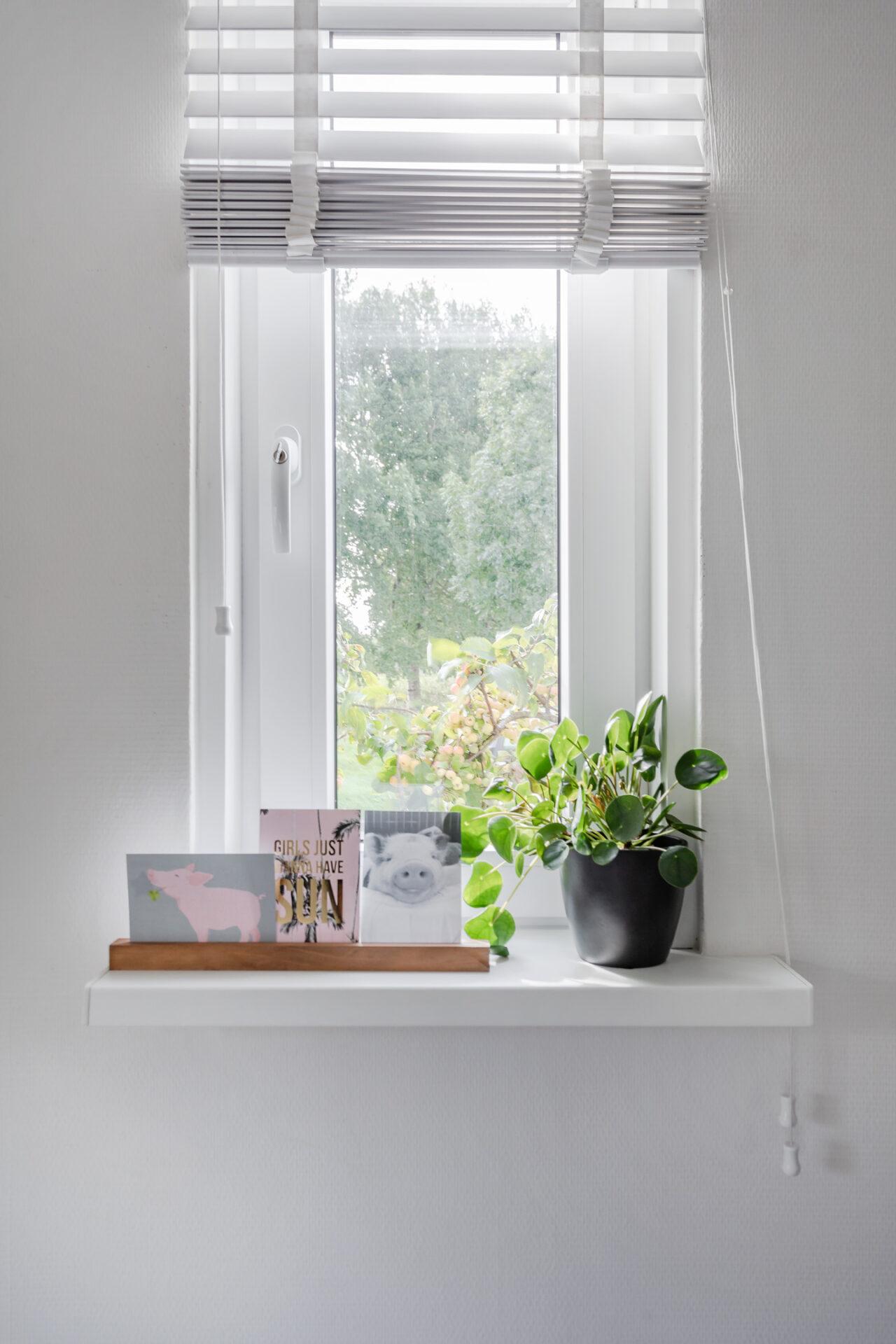 Select Windows Kunststof kozijnen - Referentie Drachten - kunststof kozijnen met raamdecoratie in slaapkamer