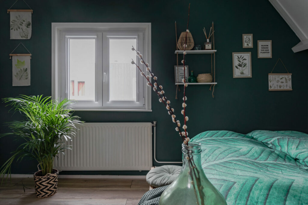 Select Windows Kunststof kozijnen - Referentie Drachten - kunststof kozijnen met raamdecoratie in slaapkamer - goede nachtrust met onderhoudsarme kozijnen