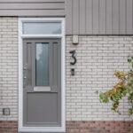 Select Windows Kunststof kozijnen - Referentie Drachten - grijze kunststof voordeur