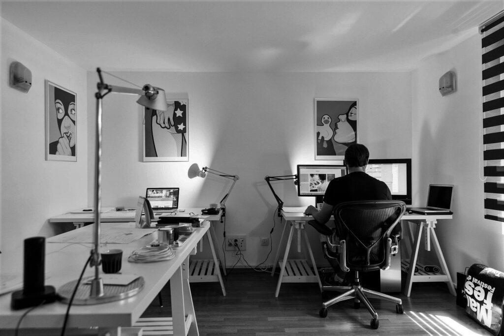 Select Windows kunststof kozijnen - wooncomfort verbeteren thuiswerken-donker