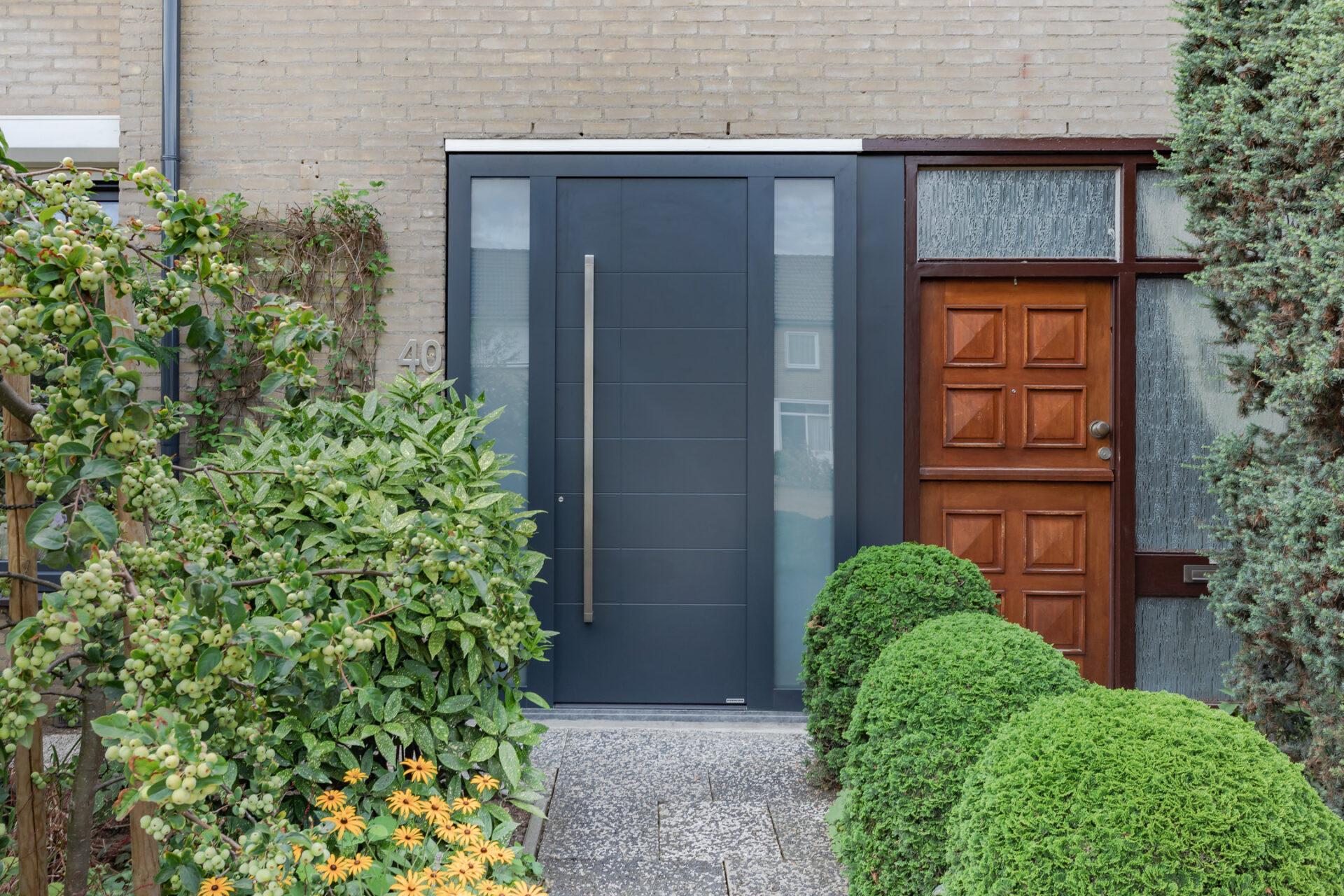 Select Windows kozijnen - Woningrenovatie met kunststof kozijnen in Elst - voordeur met zijraam
