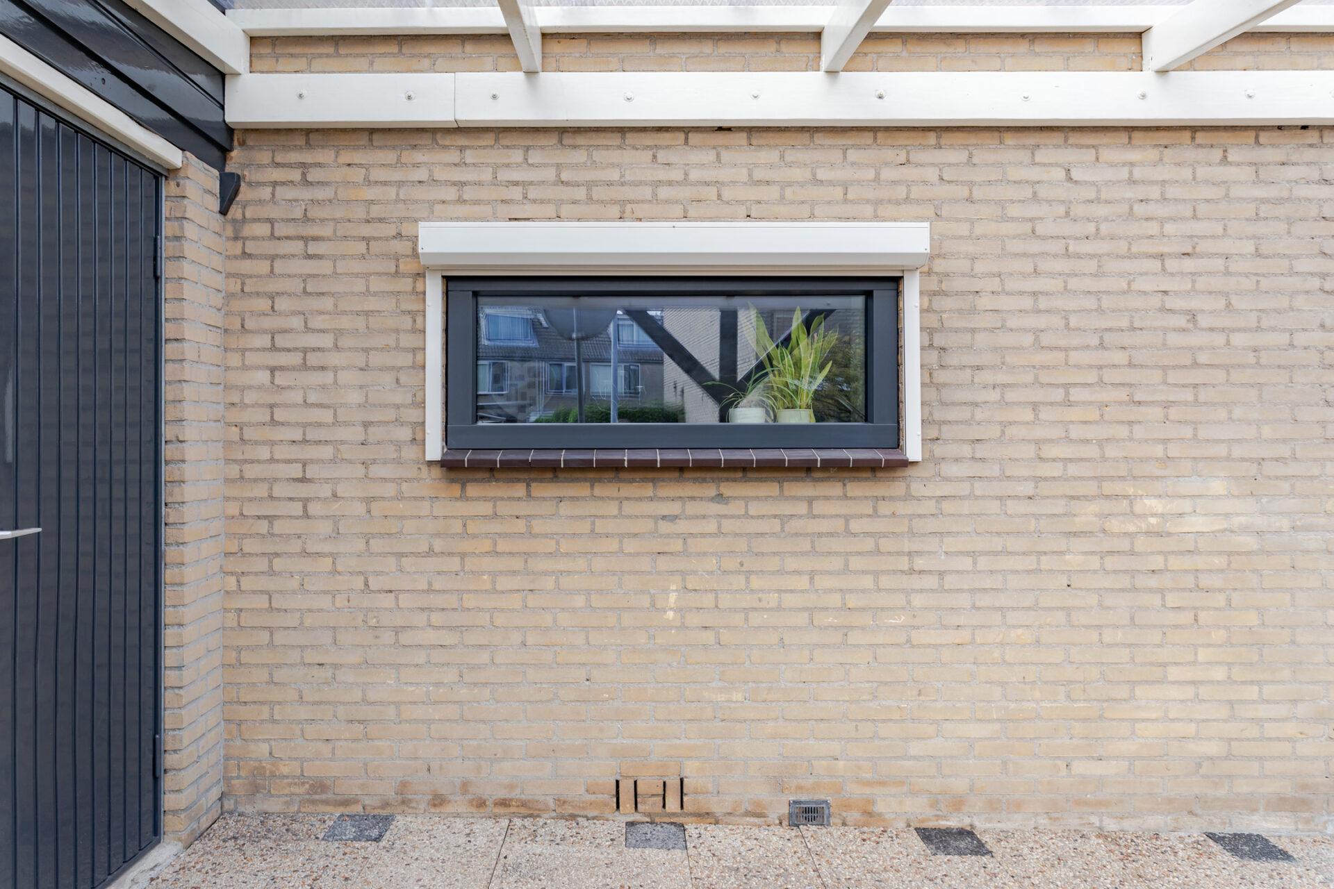 Select Windows kozijnen - Woningrenovatie met kunststof kozijnen in Elst - zijraam buitenzijde - Hollands Blok