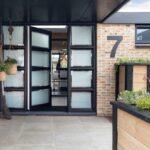 Select Windows Kozijnen - Referentie Rozenburg - Zwarte kozijnen van kunststof - voordeur