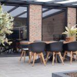 Select Windows Kozijnen - Referentie Rozenburg - Zwarte kozijnen van kunststof - vaste ramen in woonkamer buitenzijde
