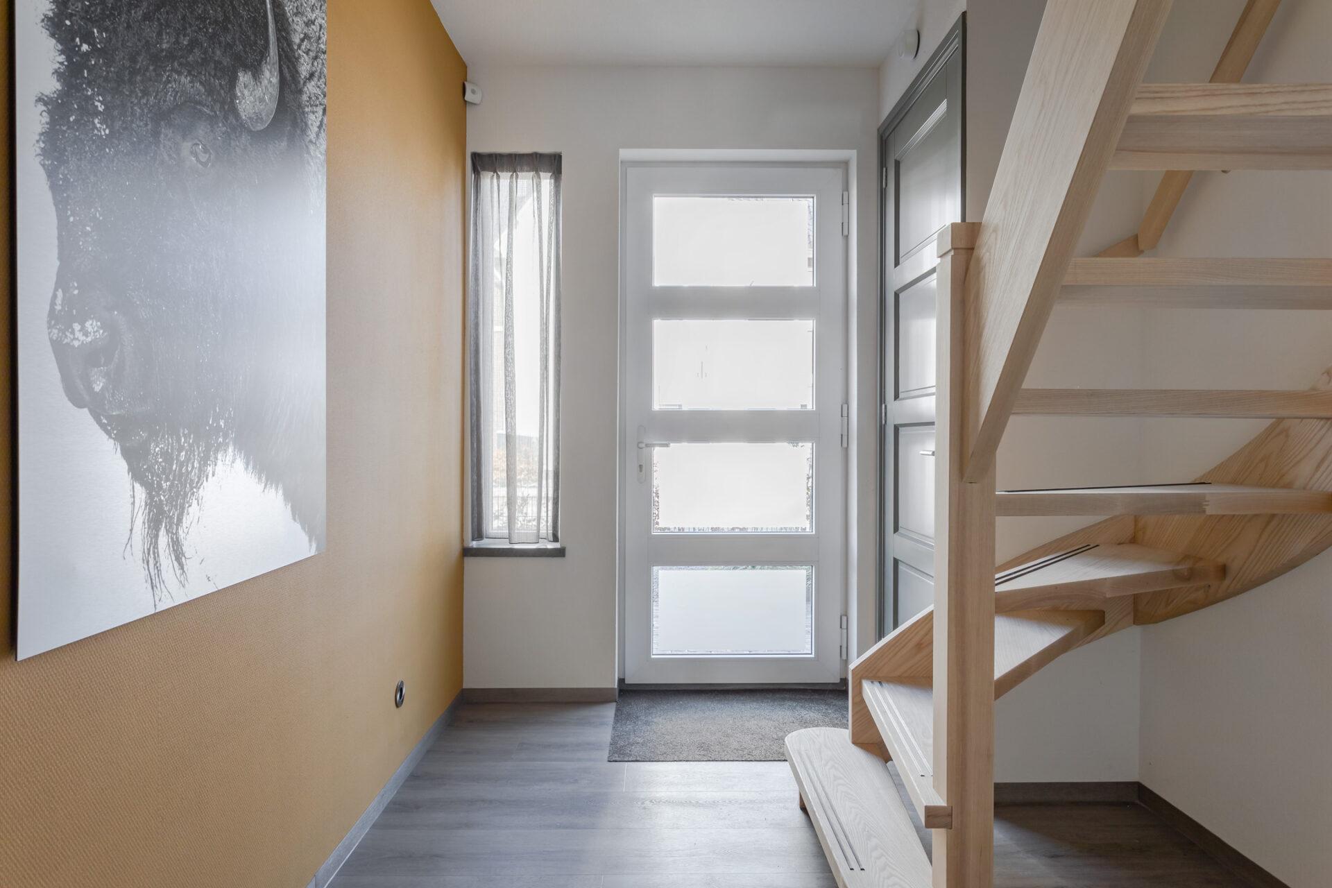 Select Windows Kunststof Kozijnen - referentie - kunststof kozijnen in Druten - hal met kunststof voordeur binnenzijde