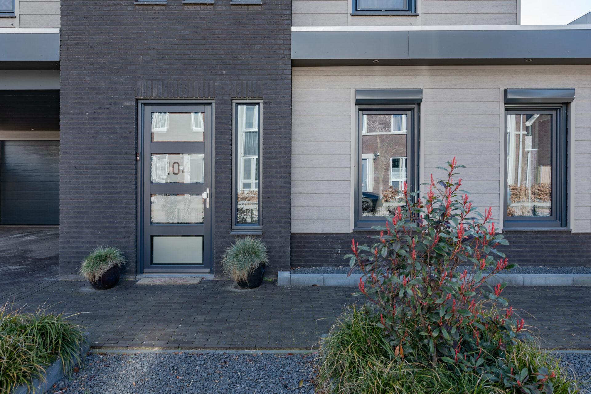 Select Windows Kunststof Kozijnen - referentie - kunststof kozijnen in Druten - kunststof voordeur buitenzijde