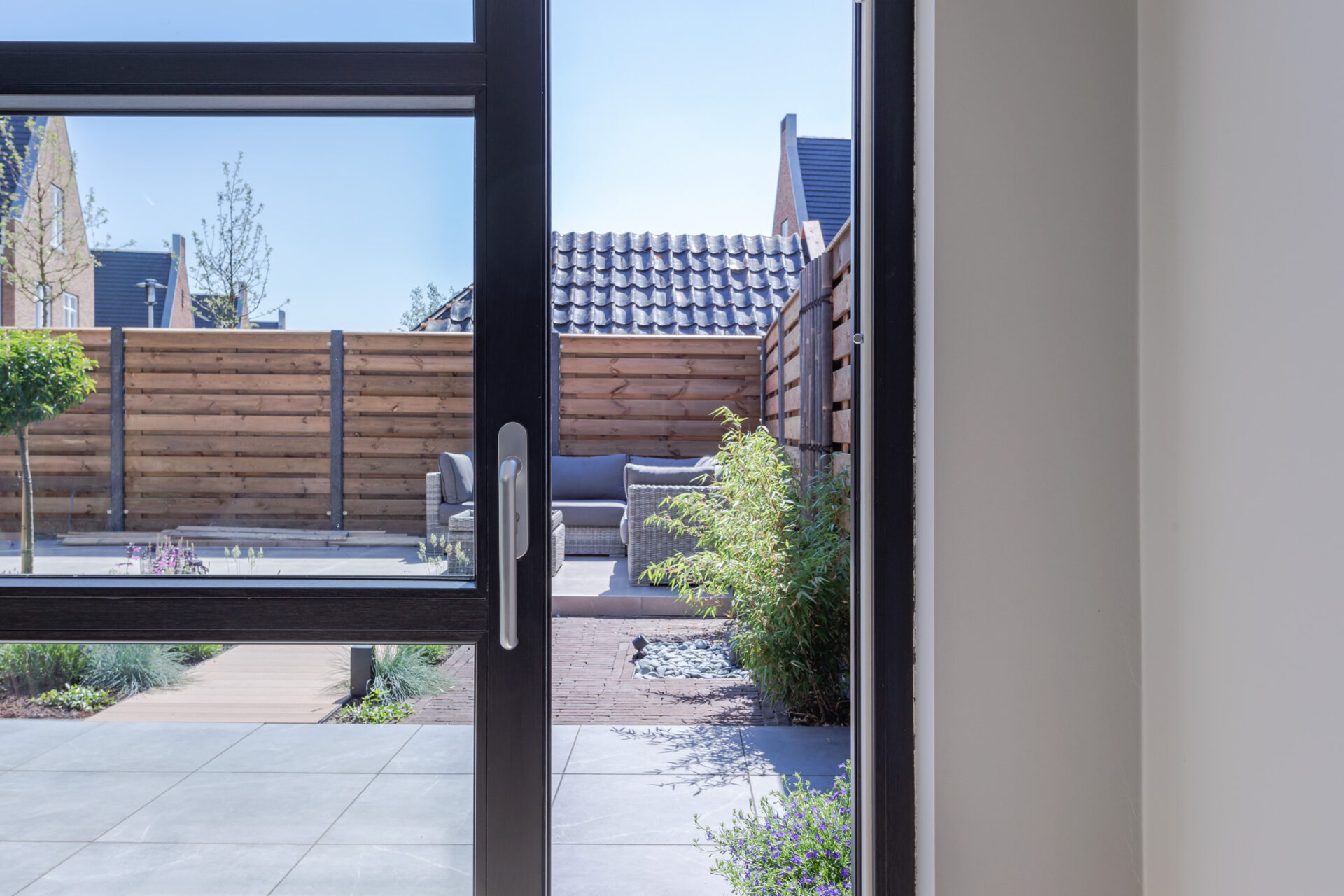 Select Windows Kunststof Kozijnen - Zwarte gevelbrede hefschuifpui detail