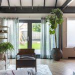 Select Windows Kozijnen - vtwonen weer verliefd op je huis - openslaande tuindeuren met zonwerend glas - binnenaanzicht