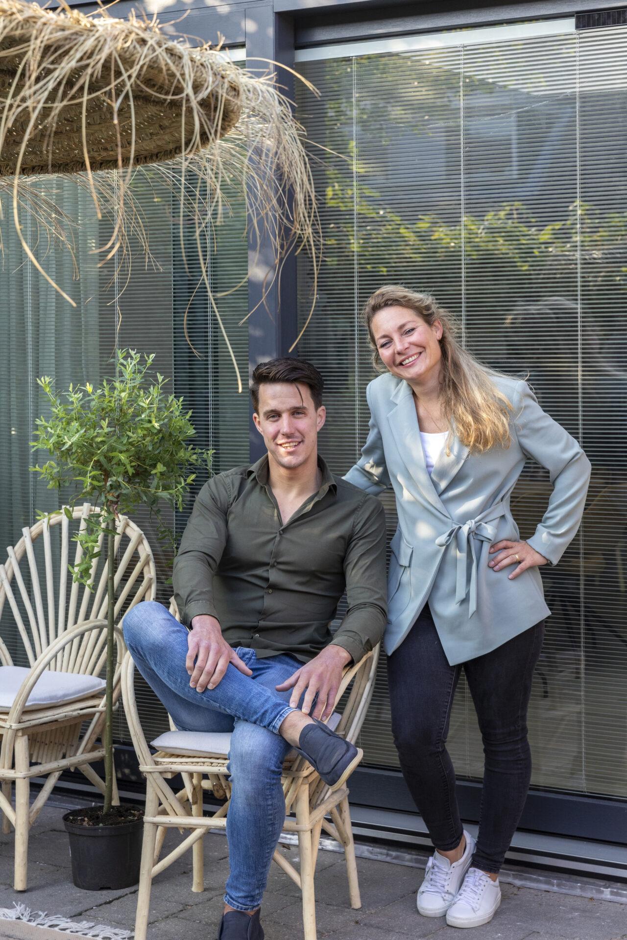 Select Windows Kozijnen - weer verliefd op je huis in Bergschenhoek - hefschuifpui met screenline - Bewoners Priscilla en Bengt