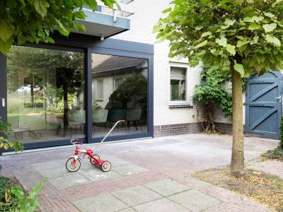 Select Windows Kunststof kozijnen - schuifpui bij vtwonen weer verliefd op je huis - schuifpui in twee kleuren