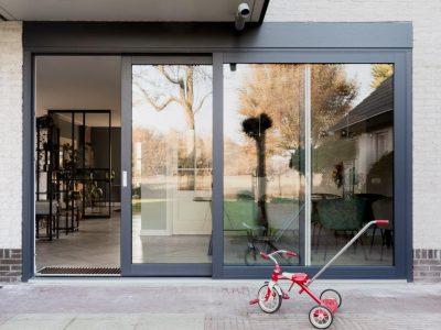 Select Windows Kunststof kozijnen - schuifpui bij vtwonen weer verliefd op je huis - buitenaanzicht deur open