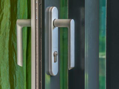 Select Windows Kozijnen - kunststof hefschuifpui met greep met cilinder aan buitenzijde