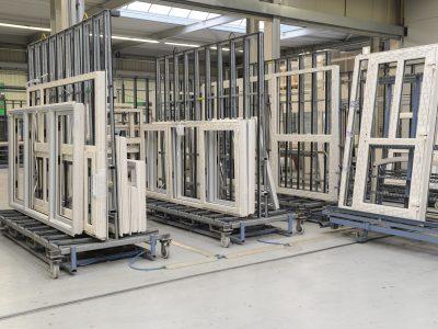 Select Windows Kunststof kozijnen fabriek - productie - Afwerking kunststof kozijn