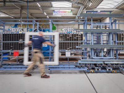 Select Windows Kunststof kozijnen fabriek - productie- kunststof kozijn in productie