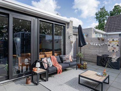 Select Windows Kunststof kozijnen - Referentie Drachten - Trendy zwarte schuifpui in Leeuwarden