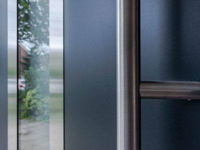 Select Windows Voordeuren - detail voordeur buitenzijde - aluminium afwerking