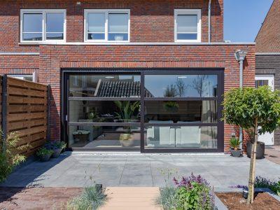 Select Windows Kunststof Kozijnen - Zwarte gevelbrede hefschuifpui - buiten