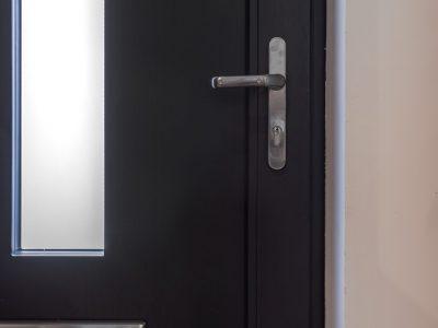Select Windows Voordeuren - detail voordeur binnenzijde - greep en brievenbus