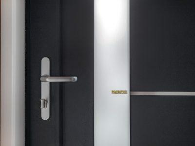 Select Windows Voordeuren - detail voordeur binnenzijde - greep en aluminium strip