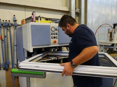 Select Windows Kunststof kozijnen fabriek - productie-Handmatig lassen