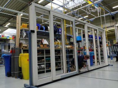 Select Windows Kunststof kozijnen fabriek - productie-Schuifpui in productie