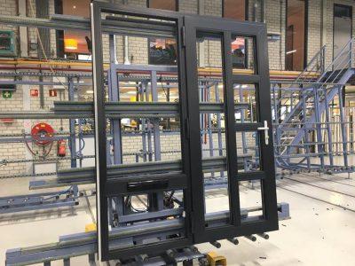 Select Windows Kunststof kozijnen fabriek - productie- zwart kunststof kozijn